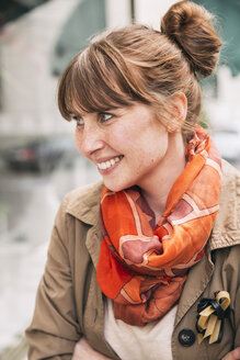 Portrait of smiling woman with freckles wearing orange scarf - MFF001099
