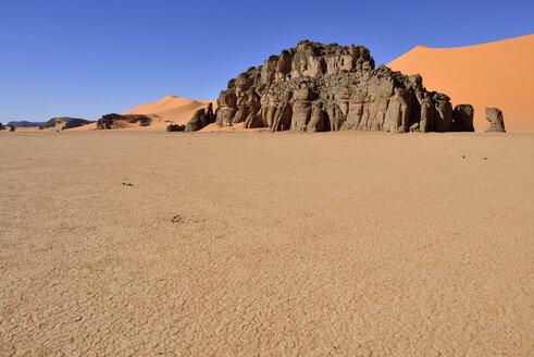 Algeria, Sahara, Tassili N'Ajjer National Park, Sandstone rocks and sand dunes at Ouan Zaouatan - ES001161