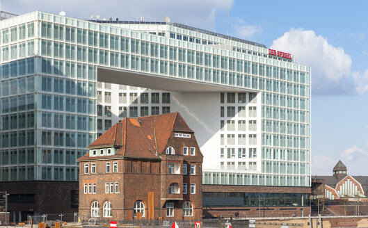 Germany, Hamburg, view to new building of publishing house Der Spiegel with old brick house in the foreground - RJ000156