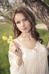Portrait of a young woman holding yellow flowers - VTF000257