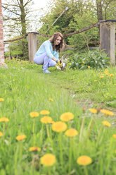 Young woman working in the garden - VTF000259