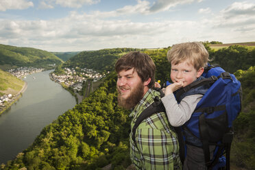 Germany, Rhineland-Palatinate, Moselsteig, father and his little son looking at view - PA000695