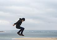 France, Aquitaine, Gironde, Pyla sur Mer, Dune du Pilat, jumping boy on sand dune - JBF000141