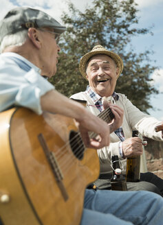 Two old men with guitar in the park - UUF000707