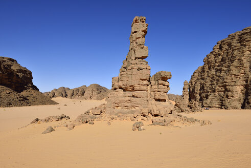 Africa, Algeria, Sahara, Tassili N'Ajjer National Park, Tadrart, Rocky landscape in Immourouden area - ES001172
