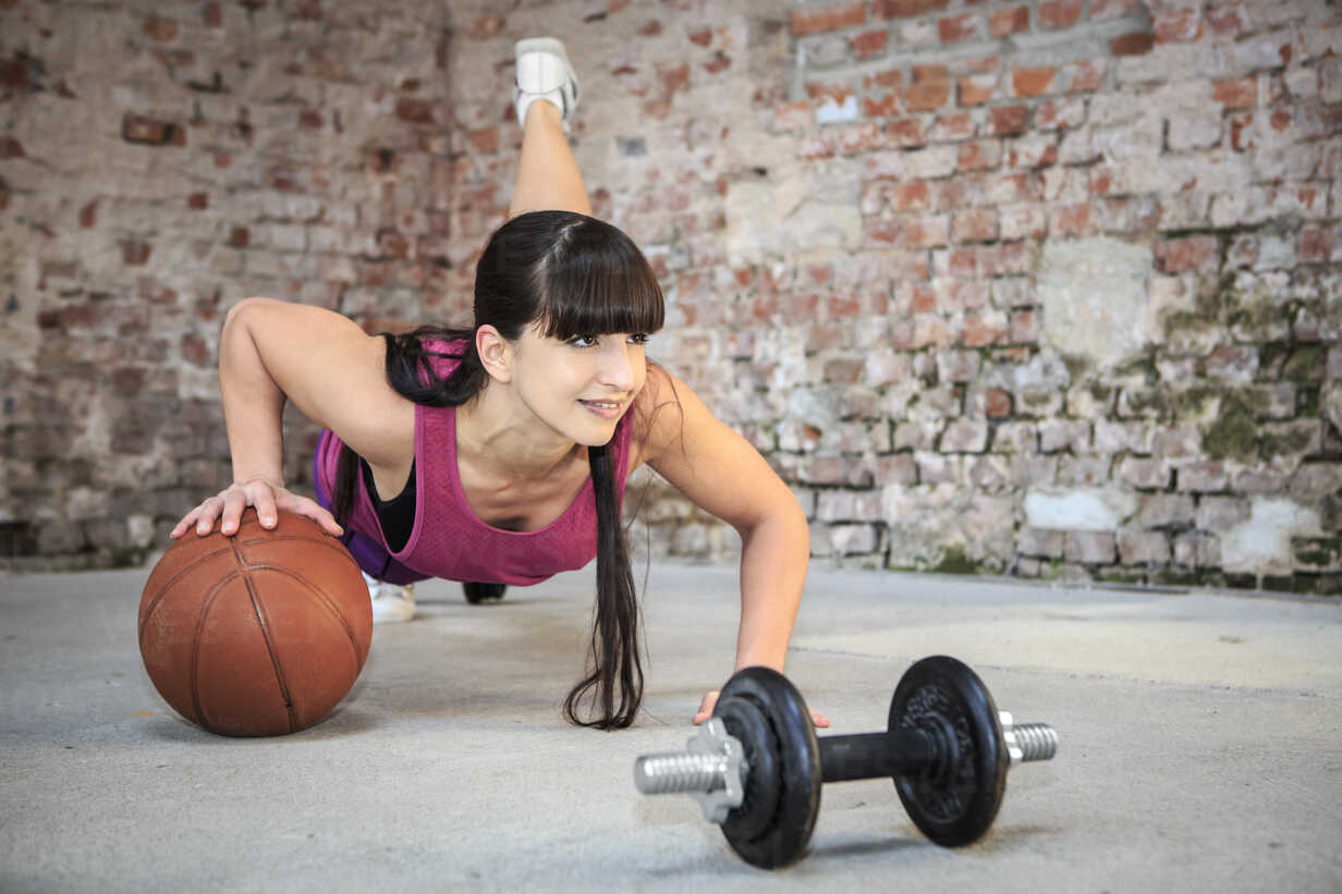 Woman with barbells doing fitness exercise in a gym - VTF000265 - Val Thoermer/Westend61