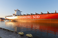Germany, Hamburg, container ship on River Elbe - MS003993