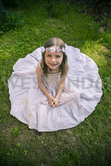 Girl in white summer dress on meadow - SARF000668