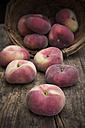Vineyard peaches, basket - LVF001388
