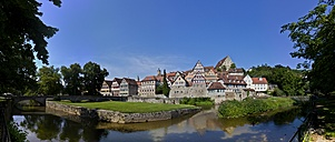Germany, Baden-Wuerttemberg,  Schwaebisch Hall, panorama view to historic old city with Kocher river in front - AMF002340