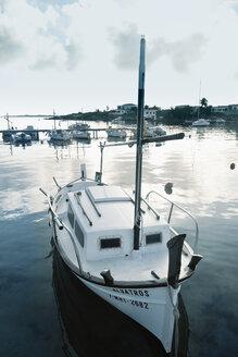 Spain, Menorca, boats in harbor - MEM000181