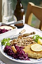 Tempeh schnitzel with red cabbage and wheat spaetzle - HAWF000273