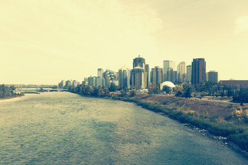 Canada, Alberta, Calgary, Skyline of Calgary on the Bow river - MEM000196