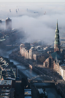 Hamburg, Speicherstadt in fog - HHEF000101
