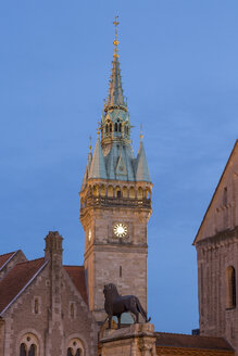 Germany, Lower Saxony, Brunswick, Castle square with Town hall tower and Brunswick Lion in the evening - PVCF000006