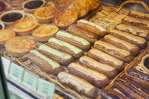 France, Paris, window display of confectionery shop with different pastries - FMKF001353