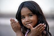 Brazil, Mato Grosso, Poxoreo, portrait of smiling girl - FLK000353