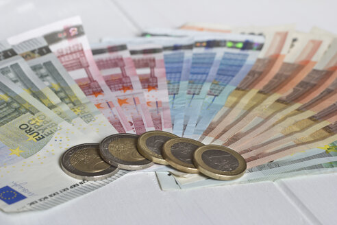 Sorted Euro notes and five one and two euro coins - YFF000174