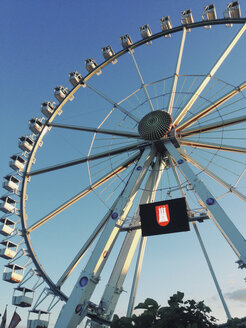 Ferris wheel in HafenCity in the evening light, HafenCity, Hamburg, Germany - SEF000703