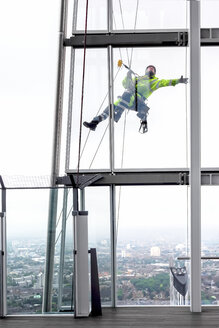 Great Britain, Endland, London, Southwark, The Shard, Urban climber - WE000153