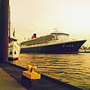 Queen Mary 2 in the harbor, Hamburg, Hamburg, Germany - MS004023