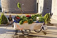 Turkey, Diyarbakir, vegetable hawker - SIE005445