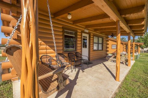 USA, Texas, Front of log homes - ABAF001352
