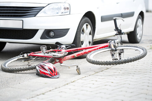 Car crash with bicycle - MAEF008509