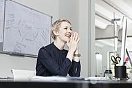 Germany, Munich, Businesswoman in office - RBYF000522