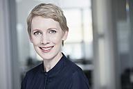 Germany, Munich, Businesswoman in office - RBYF000527