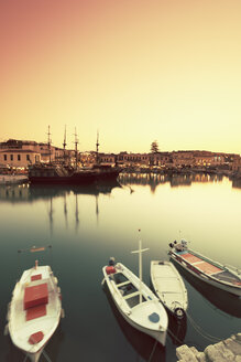 Greece, Crete, Rethymno, boats in harbor - MEM000252