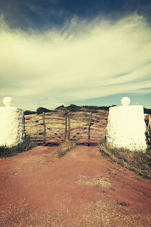 Spain, Menorca, gate and driveway to an estate - MEM000253