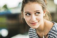 Portrait of happy teenage girl - UUF001020