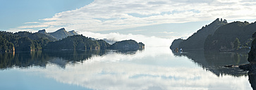 New Zealand, Golden Bay, Whanganui Inlet, islands and mountains reflecting in the water near Westhaven - SHF001416
