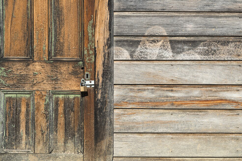 New Zealand, Nelson, door of an old wooden shed - SHF001430