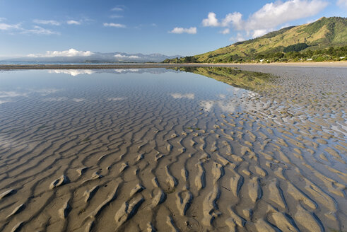 New Zealand, Tasman, Golden Bay, Pakawau, reflections of clouds in the water and structures in the sand at low tide - SHF001439