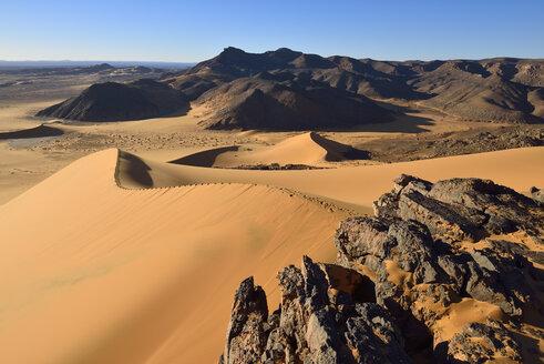 Africa, Algeria, Sahara, Tassili N'Ajjer National Park, Tadrart, Western escarpment of Tadrart plateau - ES001232