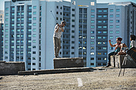 Friends playing urban golf in the city - VVF000132