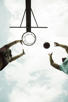 Germany, Mannheim, Father and son playing basket ball - UUF001179