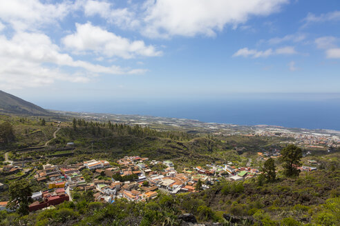 Spain, Canary Islands, Tenerife, View to Mountain Village Chirche, Guia de Isora right and Porto San Juan - MABF000229
