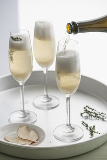 Tablett with three champagne flutes of champagne with pear purree and thyme - IPF000135