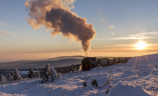 Germany, Saxony-Anhalt, Harz National Park, Brocken, Harz Narrow Gauge Railway in winter against the evening sun - PVC000021