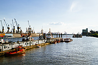 Germany, Hamurg, cranes and towboats in harbor - KRPF000618