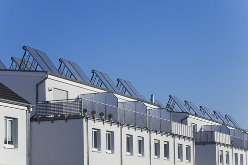 Germany, Cologne Widdersdorf, solar panels on roofs of residential buildings - GWF003571