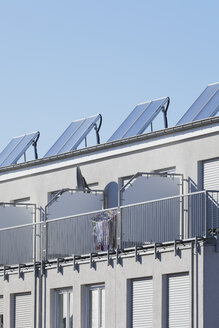 Germany, Cologne Widdersdorf, solar panels on roof of residential building - GWF003572