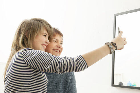 Germany, Berlin, Mother and daughter photographing selves - MMFF000019