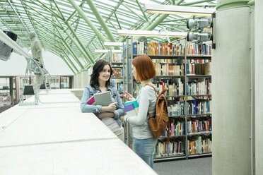 Two students in a university library - WESTF019731