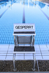 Springboard of swimming pool with prohibition sign - VTF000334