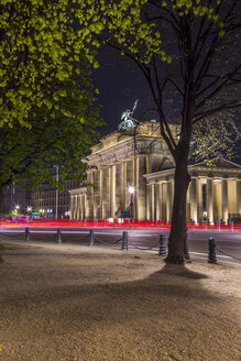 Germany, Berlin, Berlin-Tiergarten, Brandenburger Tor at night - NKF000148