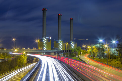Germany, Berlin, Combined heat and power station Berlin-Wilmersdorf at night, Vattenfall - NKF000153